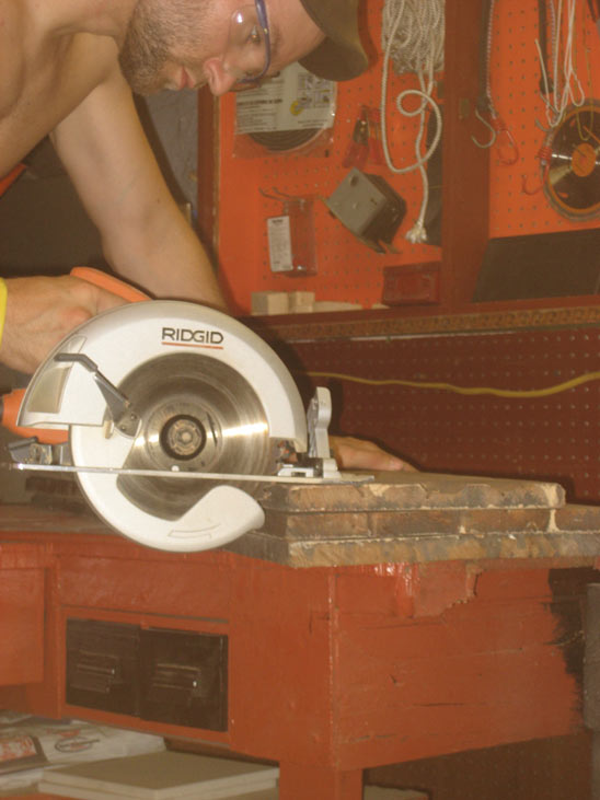 Cutting shelves with a circular saw